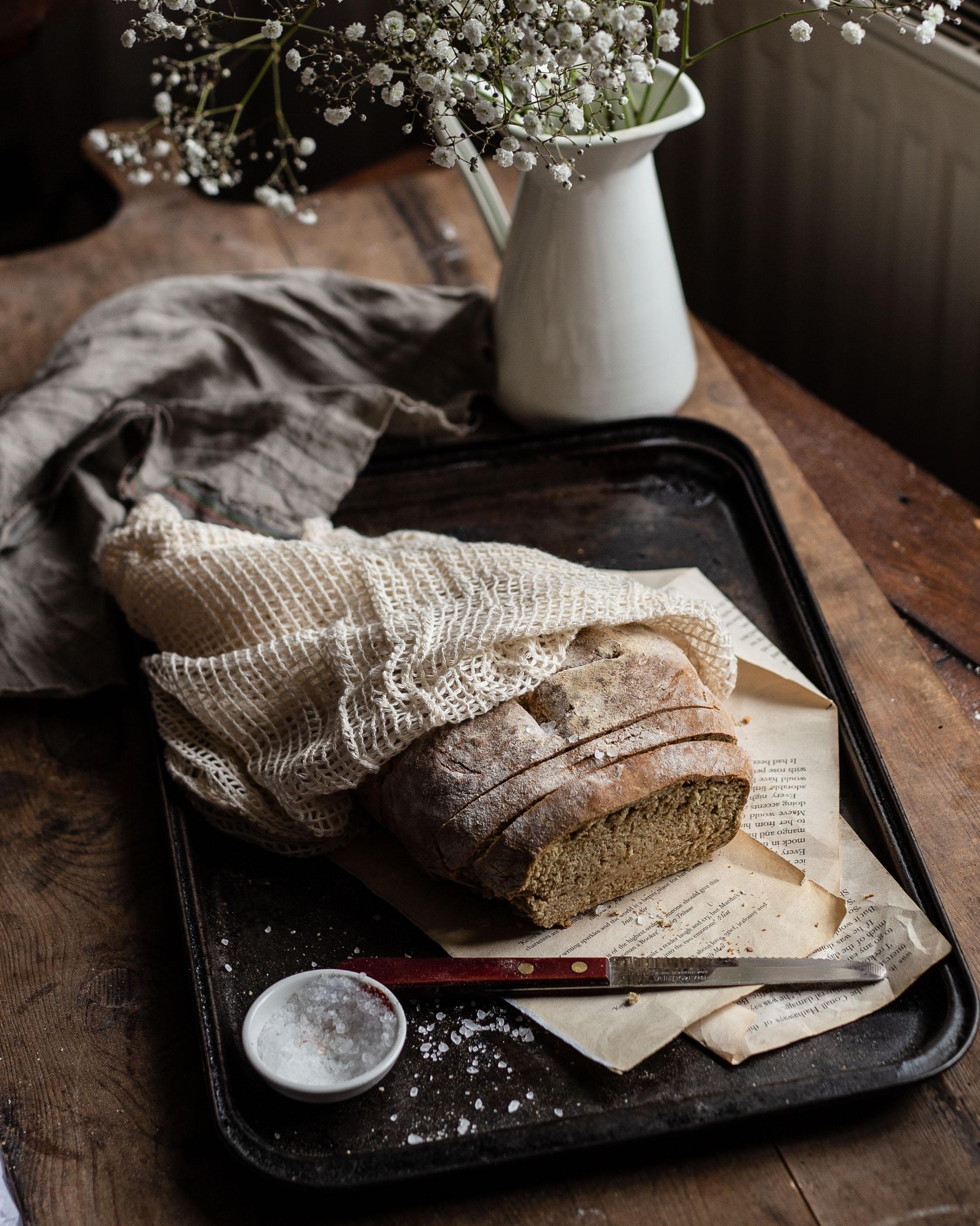 Das Brot ist fertig gebacken, und will nur noch probiert werden.