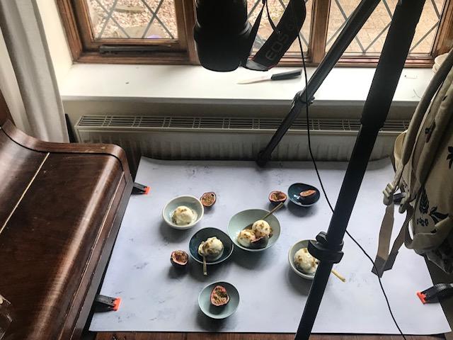 Das Behind the Scenes haben wir schnell mit dem Handy aufgenommen, um dir unseren Set Aufbau zu zeigen.