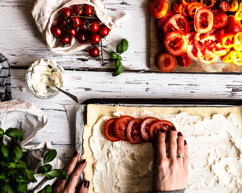 Tomaten Tarte mit Blätterteig und Paprika