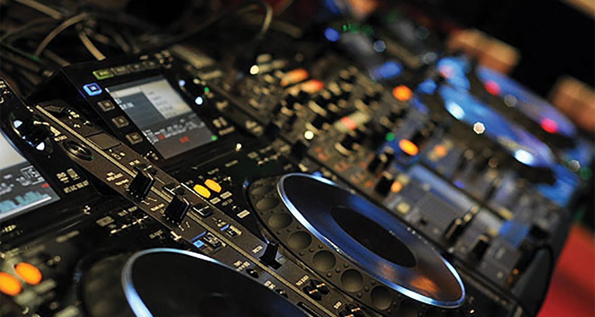Using-CDJs-For-The-First-Time-5-Tips-for-Controller-DJs-copy-1204x642.jpg