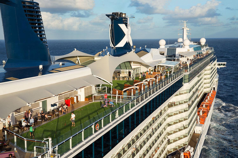 Celebrity Cruies - Avslappnad och vuxen stämning ombord. Ta gärna en titt på det nya fartyget Celebrity Edge. Celebrity marknadsför sina kryssningar som Modern Lyx.Sök bland Celebrity Cruises alla kryssningar i Karibien.