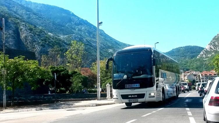 Transfer till Kotor - Ca kl 12 avgår bussen mot Kotor. Transfern tar normalt ca 30 minuter.