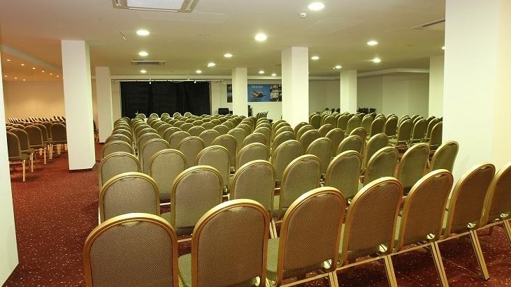 Konferens - Kl 08.00 till 12.00 konferens på hotellet.