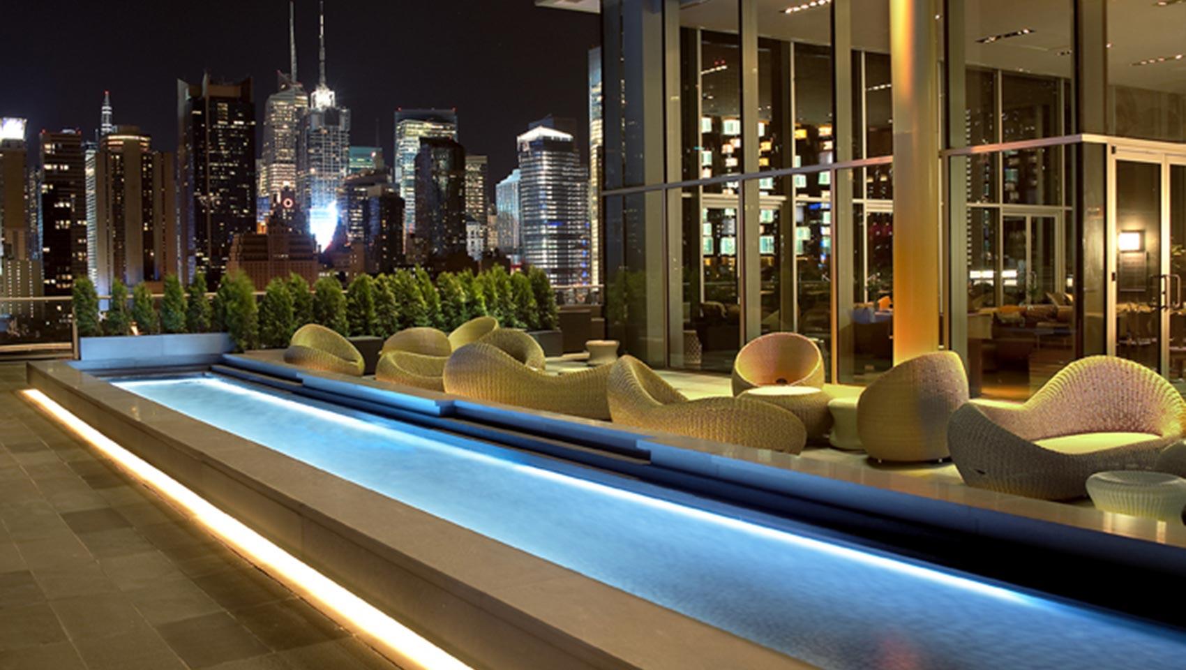 DAG 1 - TORSDAG - Flygresa till New York med mat på planet. Avresa från Stockholm, Arlanda.. Vi ordnar även anslutningar från de flesta inrikesorter i Sverige.Vid ankomst till New York väntar transfer från flygplatsen till Kimpton Ink48 på Manhattan. Varför inte strosa runt i närliggande Central Park under eftermiddagen och avsluta dagen med en drink på hotellets takterass, The Press Lounge?