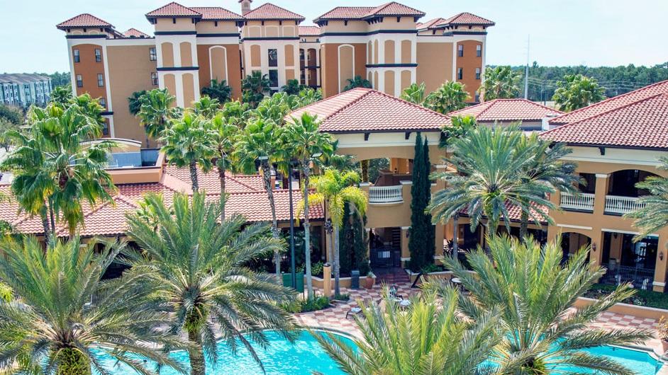BOENDE - Floridays Resort ****Prisbelönt lägenhetshotell med rymliga två-trerumslägenheter. Maximalt antal gäster är 10 personer. Hotellet har pool, poolbar, gym, arcade-rum, concierge service och gratis shuttlebuss till parker. Gratis wifi ingår.