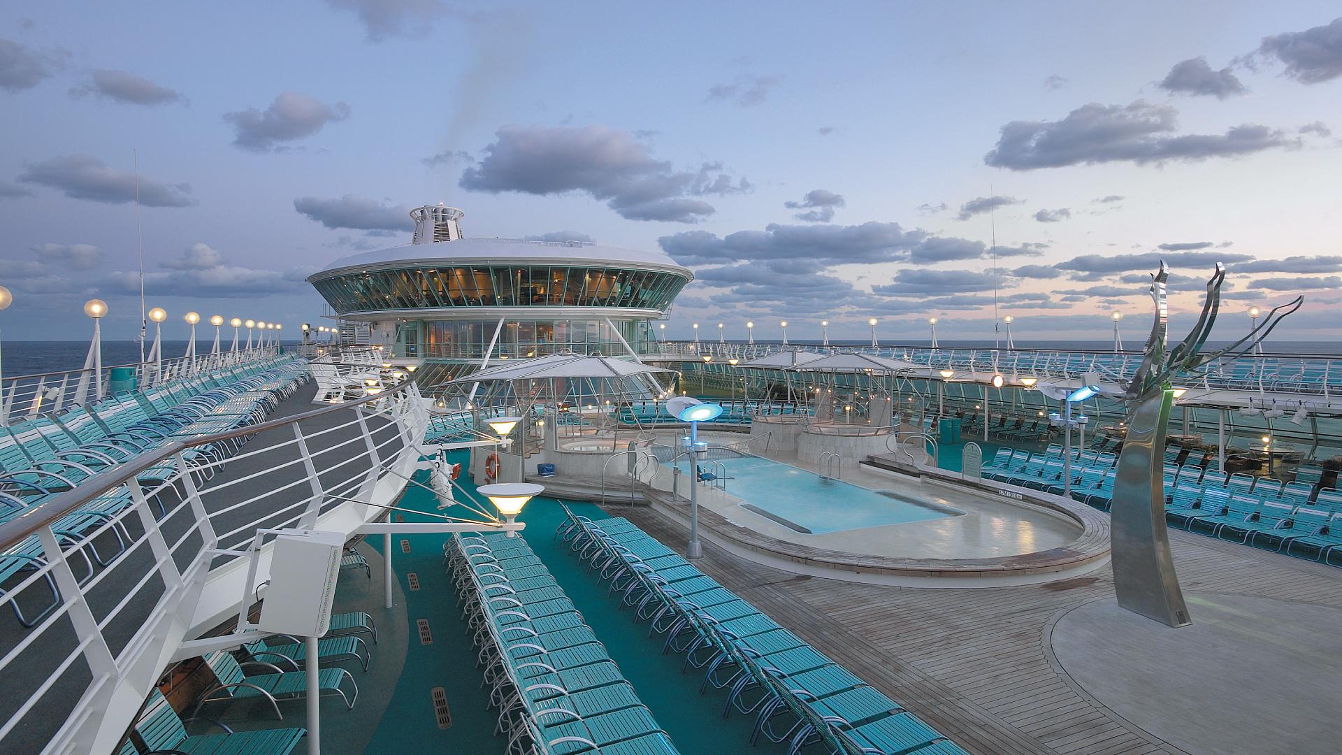Kryssa från New York och upplev Kanada med Vision of the Seas - Denna familjevänliga kryssning tar dig  från New York genom guldkornen i Kanada. På vägen besöker du platser som Halifax, Quebec och Portland.