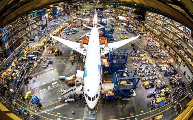 Boeing Factory Tour - Har du undrat hur det går till när några av världens största flygplan blir till? Nu har du chansen. Tillsammans i en mindre grupp hämtas du på ditt hotell och får en guidad tour i Boeings fabriker - som är världens största byggnad. Se när modeller som 747, 767, 777 och Dreamliner tillverkas, upplev Future of Flight Aviation-museet samt utställningarna i Aviation Center Gallery. Detta är en upplevelse du sent lär glömma.