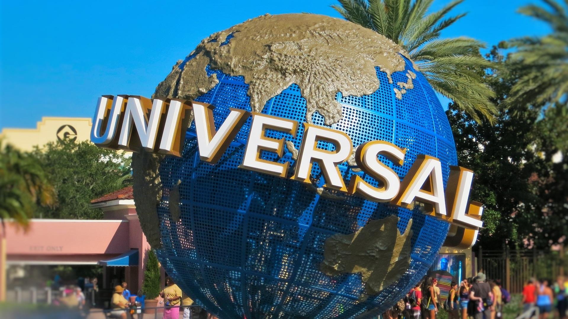 Universal Studios - Undrar du hur en film blir till och hur det ser ut på en filmstudio? Då är Universal Studios något för dig. Här kan du stöta på någon av dina favoritkaraktärer från filmens värld och dessutom kombinera det med deras nöjesfält.