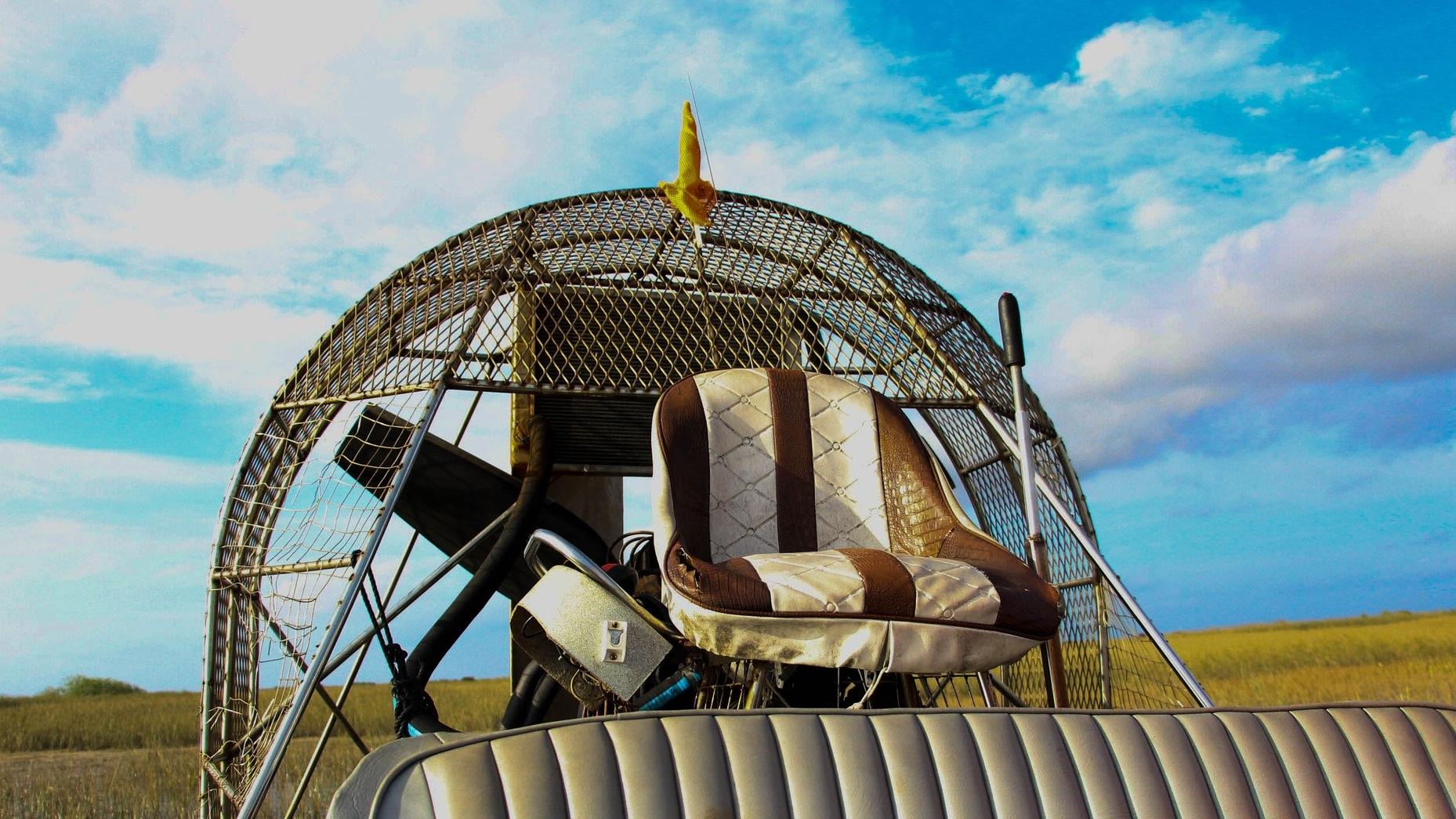 Everglades Airboat - Den här upplevelsen är för den äventyrslystne. I den totalt sex timmar långa turen ingår 30 minuters båtresa genom Everglades, möte med alligatorer och en trip till djungeln där du får uppleva reptiler i sin hemmiljö. Du får dessutom se Miami i horisonten från vackra Biscayne.