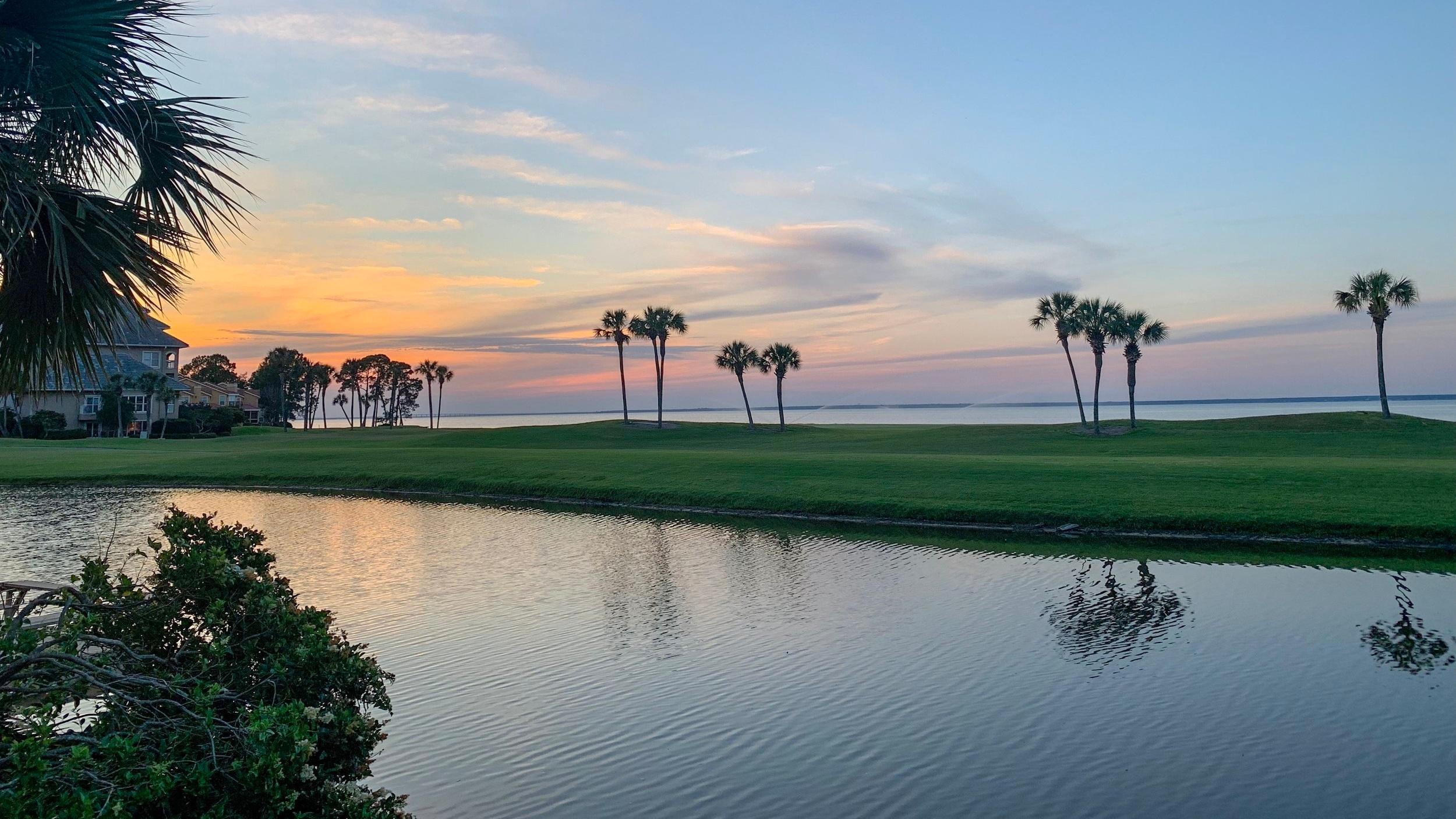Över 1 500 golfbanor i Florida   Delstaten Florida är ett riktigt golf-mecka med över 1 500 golfbanor runtomkring i delstaten. Tre av dem ligger i just Fort Lauderdale och samtliga håller riktigt bra kvalitet. Är du golfspelare är den en självklarhet att spendera några dagar på Fort Lauderdale Country Club, Coral Ridge Country Club eller Golftec Fort Lauderdale.