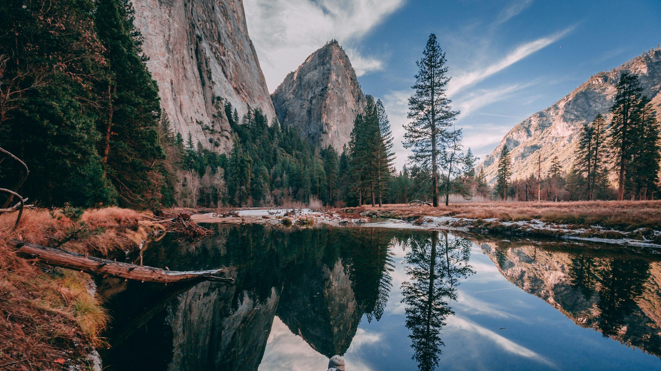 Nationalparken Yosemite - Upplev en av USA:s mest berömda nationalparker - Yosemite. Den här utflykten pågår under drygt 13 timmar och innehåller guidad resa, tre timmars fri tid i parken, en timmes guidad tur inuti Yosemite Valley och en mycket vacker resa vid bergskedjan Sierra Nevada.
