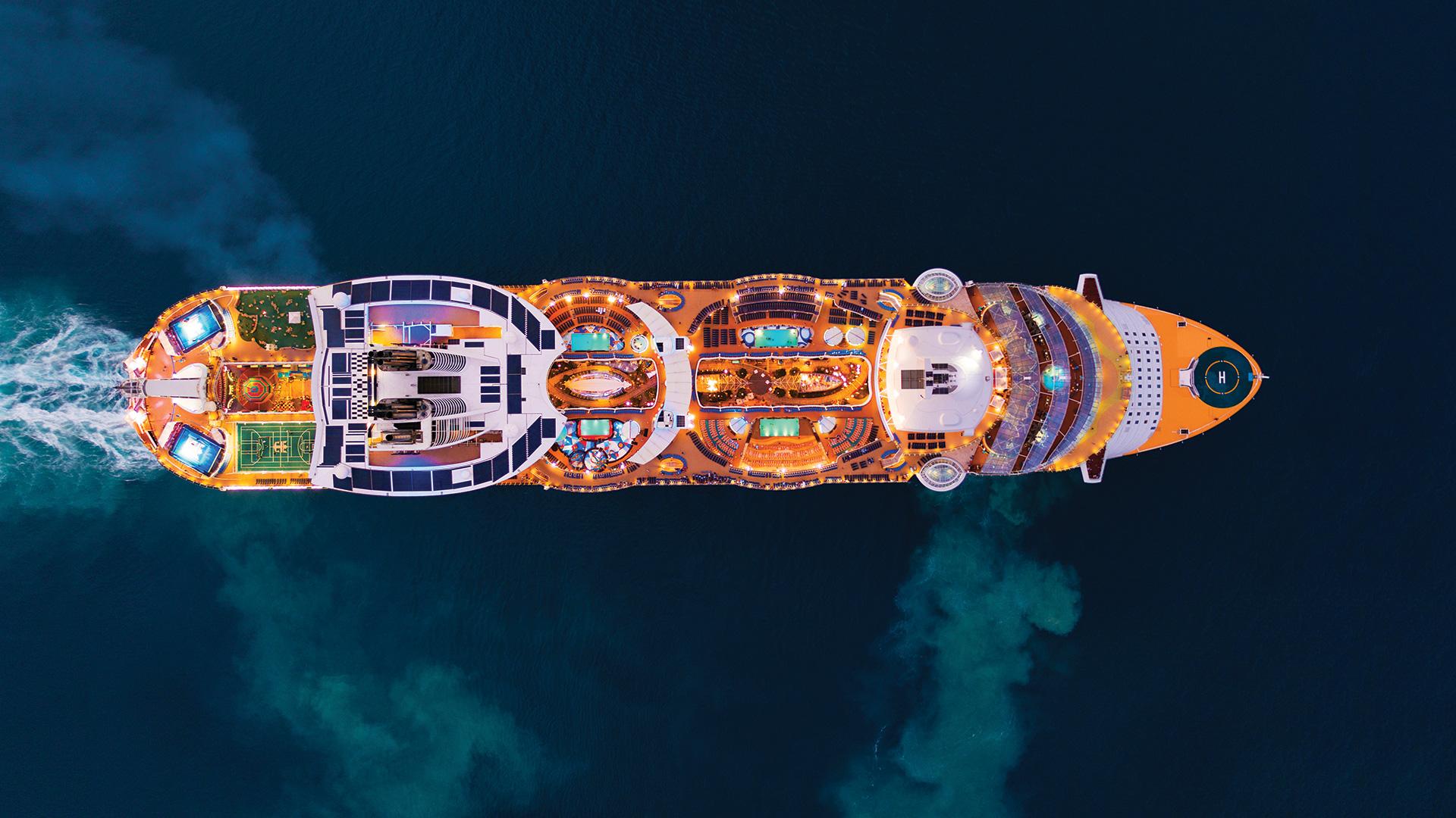 Familjevänlig kryssningmed Allure of the Seas - Gör dig redo för karibisk stil och ett oförglömligt kryssningsäventyr. Nästan varje dag får du förmånen att uppleva en ny karibisk ö och det väntar dessutom garanterad spänning med stora äventyr i varje hamn. Massor av aktiviteter ombord för hela familjen.