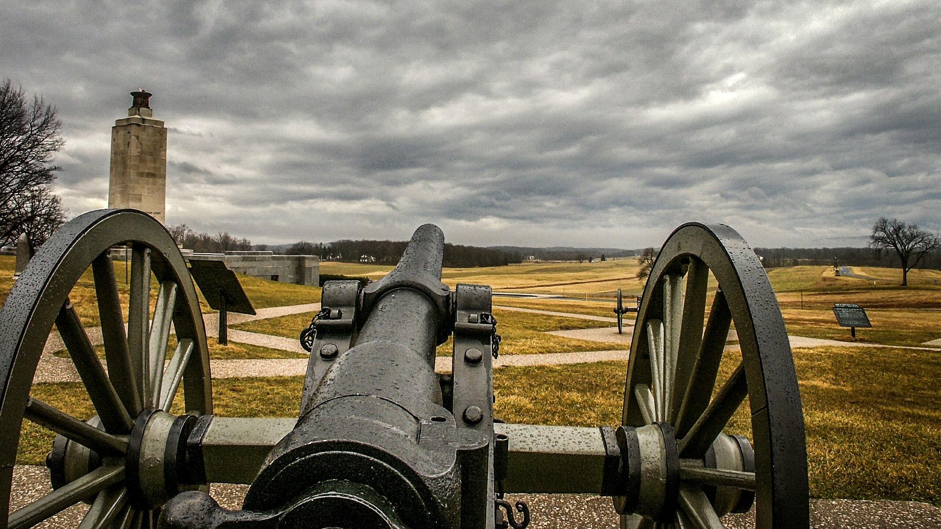 """Gettysburg - En heldagsutflykt på 10,5 timmar. Här får du vandra på klassisk mark, där slaget om Gettysburg ägde rum, tillsammans med en prisbelönt """"Battlefield guide"""". Utöver två timmar på slagfältet får du också chansen att besöka Shriver House Museum."""