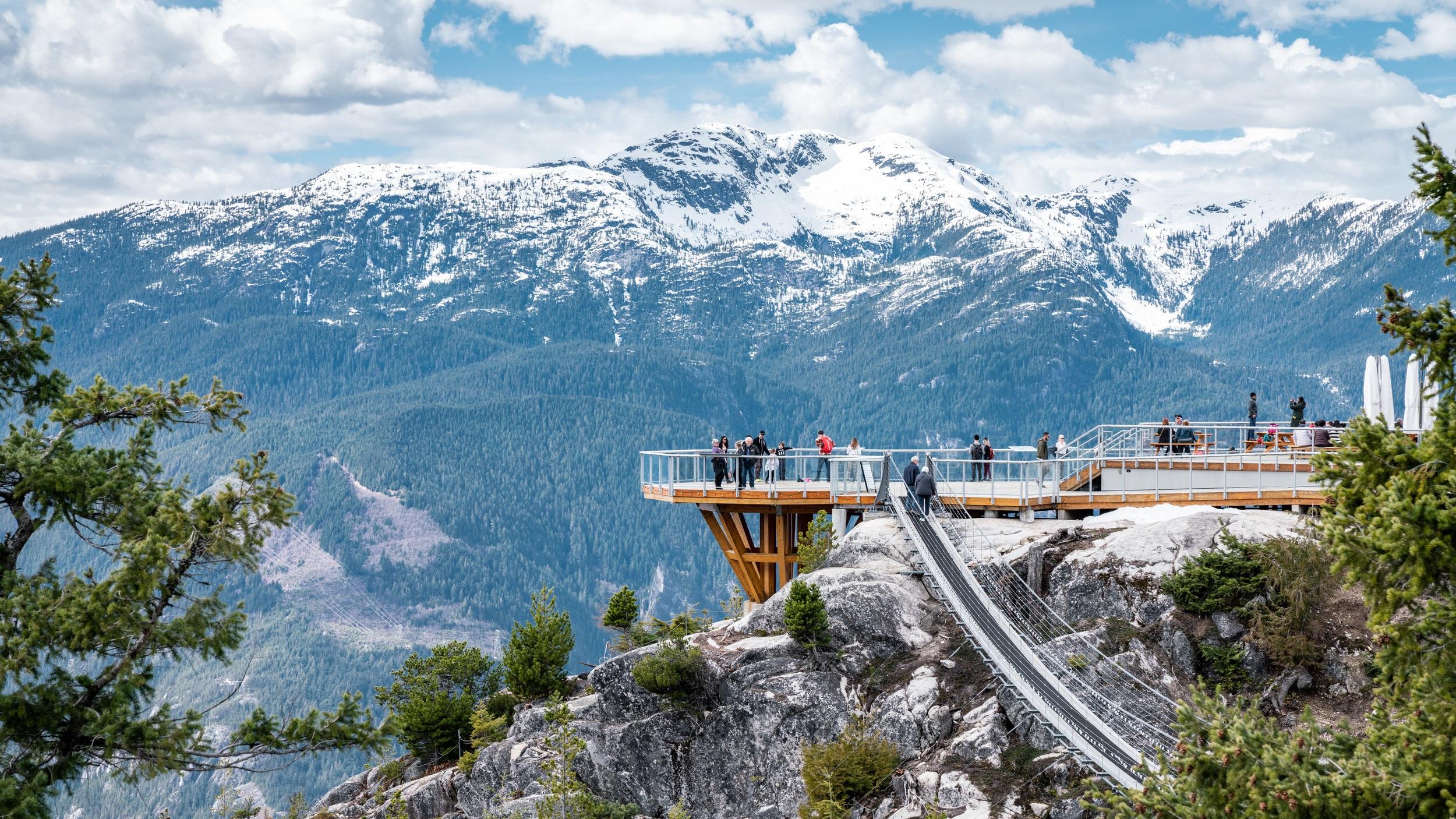 Whistler & Sea to Sky Gondola - En 10 utflykt på tio timmar som tar dig med till bergstoppar, vattenfall och en nervkittlande Sea to Sky Gondola. Upplev Whistlers toppar, Shannon Falls vattenfall och en häftig Gondola som ger dig makalös utsikt.