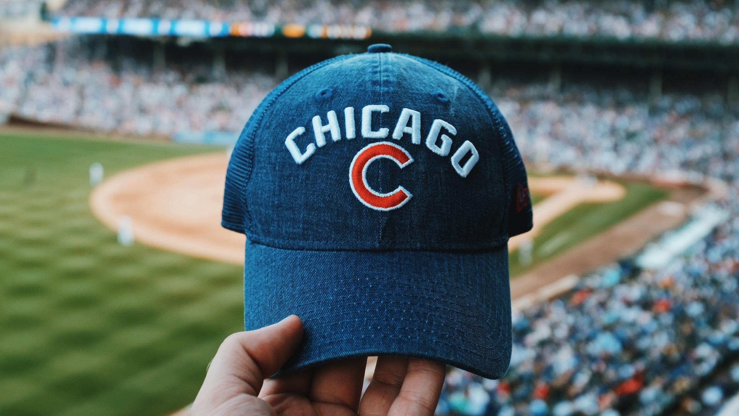 Sportupplevelser   Chicago är hem för flera framgångsrika sportlag. NHL-laget Chicago Blackhawks har totalt sex Stanley Cup-titlar, den senaste 2015. Chicago Cubs i MLB har vunnit tre World Series, den senaste 2016 och Chicago White Sox, även dem hemmahörande i MLB har tre titlar. I MLS återfinns Chicago Fire och i NFL Chicago Bears. Chicago Bulls, som kanske är mest känt för att ha varit Michael Jordans lag, huserar i NBA.