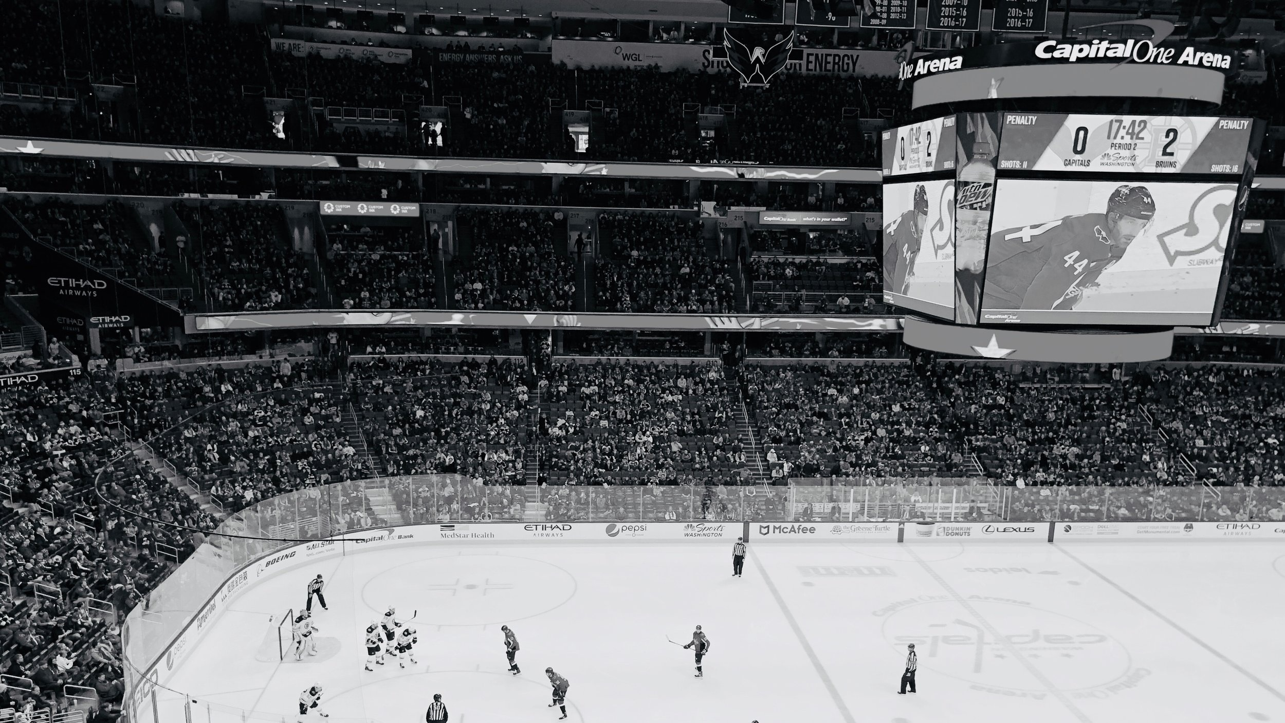 Capital One Arena - Capital One Arena, tidigare Verizon Center, har varit Washington Capitals hemmaarena sedan 1997. Multiarenan som används till bland annat konserter är också hem till NBA-laget Washington Wizards. Maxkapaciteten i arenan är 20 000 åskådare - 18 506 är dock max under NHL-matcher.