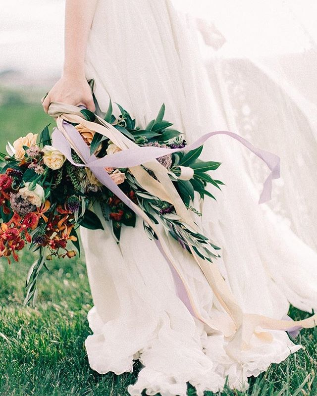 Spring has sprung!  This @meristemfloral bouquet photographed by @jordanmaunder with @whiskeyandwhiteevents at @earlymountain captures that sentiment perfectly. #charlottesvillebride #earlymountain #earlymountainweddings #bouquet #bridalbouquet #charlottesvilleweddings #charlottesvilleweddingphotographer #virginiaweddings #virginiaweddingphotographer #fineartweddings #fineartbride #bouquetribbon #earlymountainbride #bridalinspo #virginiabride #virginiabrides #jordanmaunder #meristemfloral #whiskeyandwhiteevents