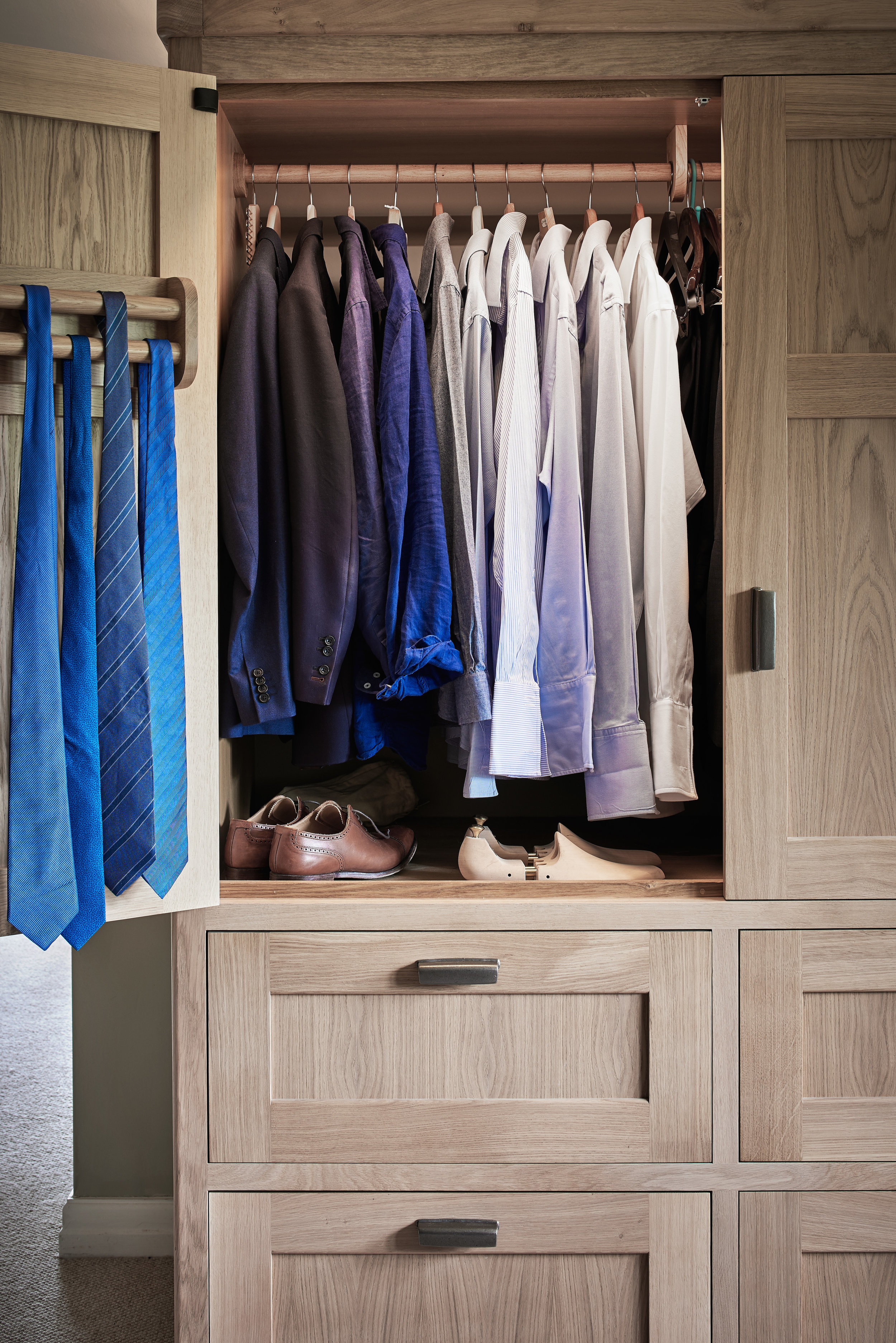 Figura bespoke wardrobe