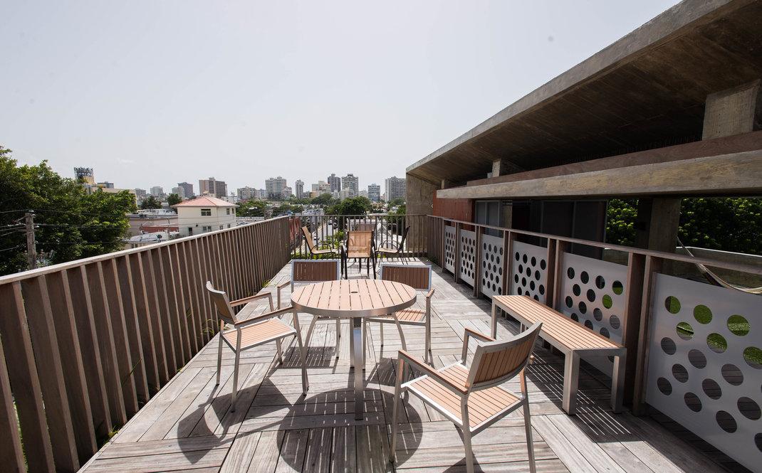 roof-deck--v13686324.jpg