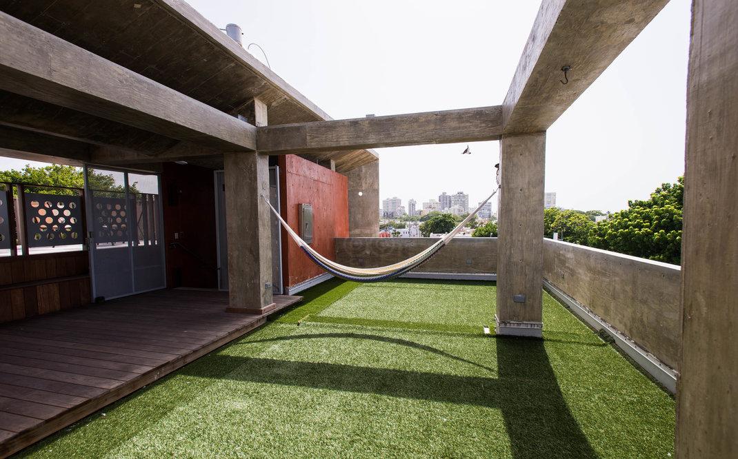 roof-deck--v13686221.jpg