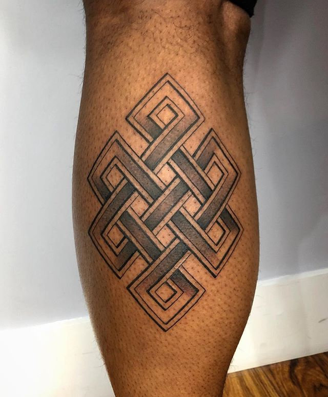 Endless knot for Alonzo! A lot of sacred designs have many meanings. #EndlessKnot (Tibetan knot / Srivatsa) represents all cycles. Life, consciousness, suffering, wisdom, death... all patterns and eternal truths. • dukkhatattoo@gmail.com
