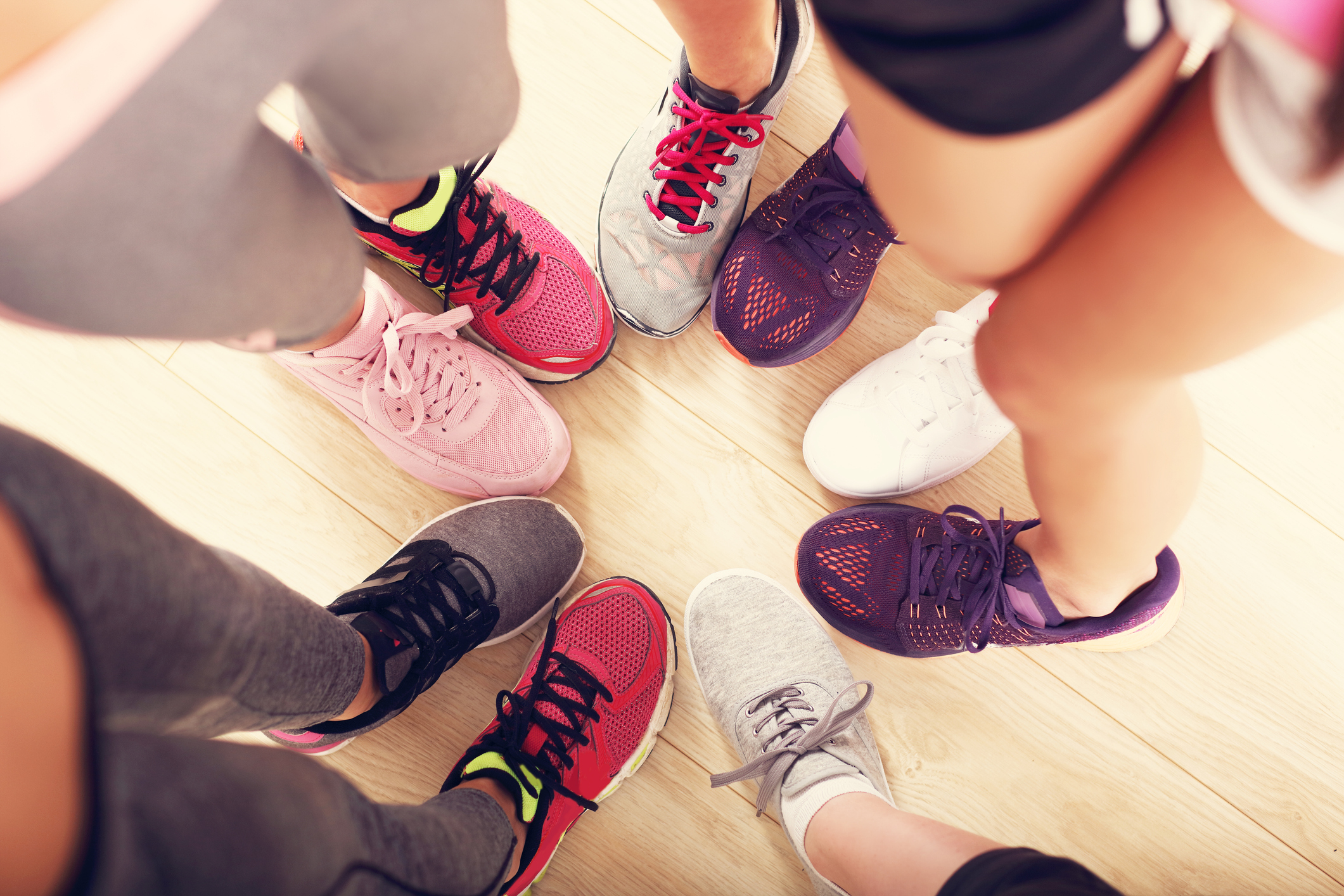 Circle-of-legs-with-shoes-in-a-gym-690270446_2125x1416.jpeg