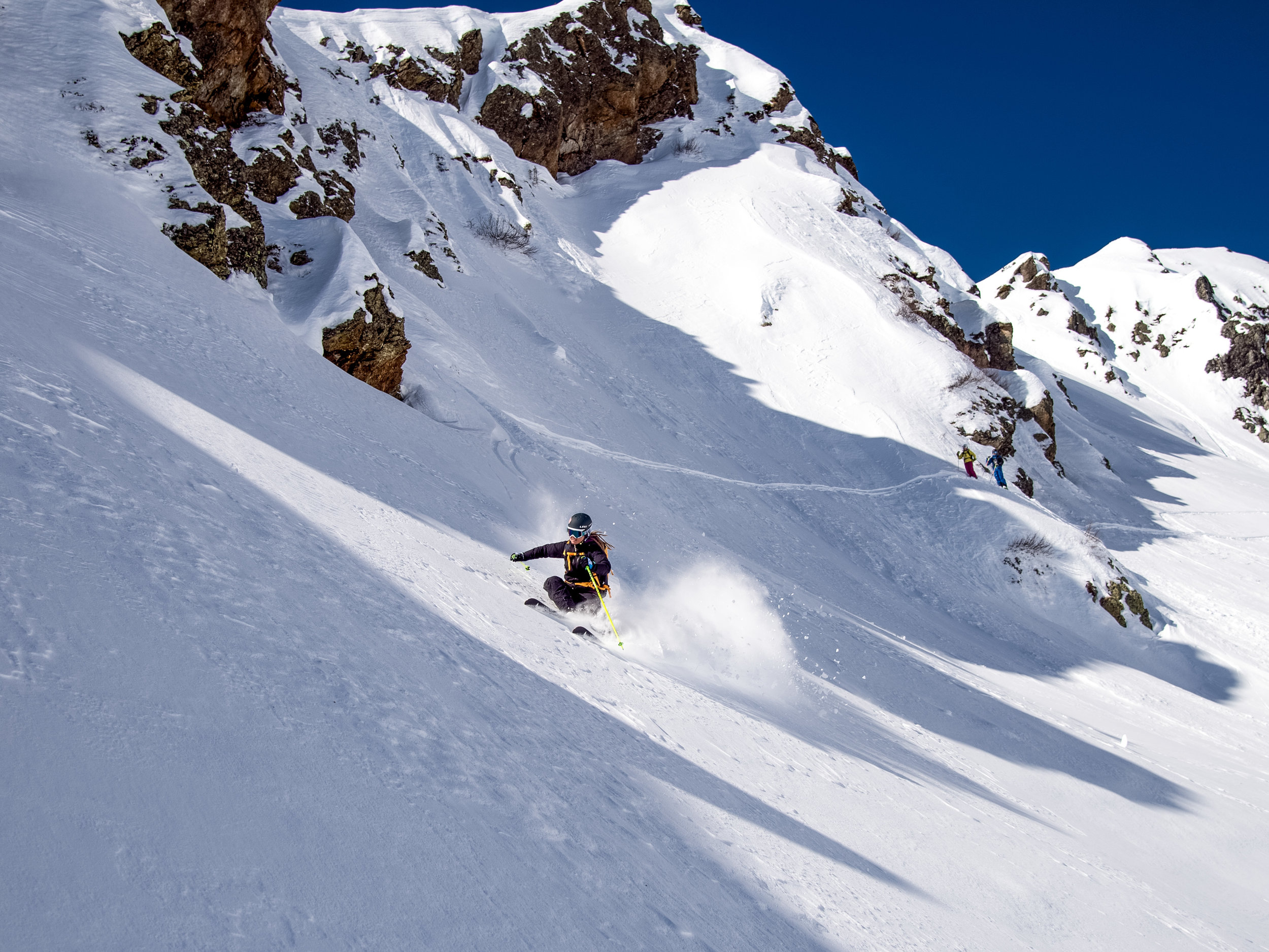 Whether skiing on slopes, touring, freeriding or mogul skiing, it should be fun and the movements should become perceptible. -