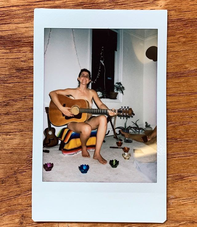 📸 Jodi Mclaren performing at our last Naked Dinner and Live Music at @residencianyc for the « Queer Your Living Room » Tour ⠀⠀⠀⠀⠀⠀⠀⠀⠀⠀⠀⠀⠀⠀⠀⠀⠀⠀⠀⠀⠀⠀⠀⠀⠀⠀⠀⠀⠀⠀⠀⠀ Our next Naked Dinner is on June Friday the 28th! ⠀⠀⠀⠀⠀⠀⠀⠀⠀⠀⠀⠀⠀⠀⠀⠀⠀⠀⠀⠀⠀⠀⠀⠀⠀⠀⠀⠀⠀⠀⠀⠀ #bodypositive #selflove #nyc #instax #queer #holistia