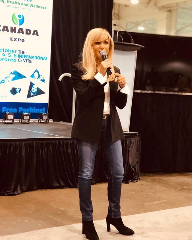 Sat Oct 5th,2019 - Inspiring day with @andythesocialgirl & @mpoweredwithmartha at the 1st annual @beauty_health_wellness_expo 😘👏 . . #speakers #canadabeautyhealthwellnessexpo2019 #beauty #Wellness #expo #2019 #women #womensempowerment #influencer #motivationalspeaker #motivation #bhwexpo #entrepreneur