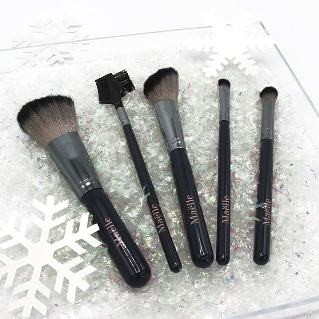 Today's to do list to start the year off right: clean our brushes ✨Anyone else find cleaning their brush set to be #oddlysatisfying?  We LOVE our Like a Pro! Brush Kit, which has five of the essential brushes needed for any makeup routine. This perfectly plush set is also vegan 😍  #maellebeauty #crueltyfree #crueltyfreebeauty #crueltyfreeskincare #crueltyfreecosmetics #vegan #veganbrushes #makeup #beauty #brushset #makeupbrushes