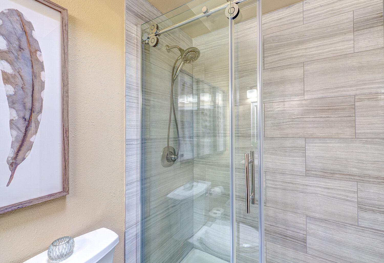 8d-master-shower-2.jpg