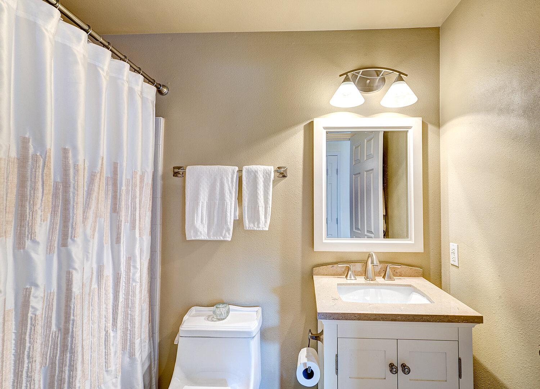 12a-hall-bath.jpg