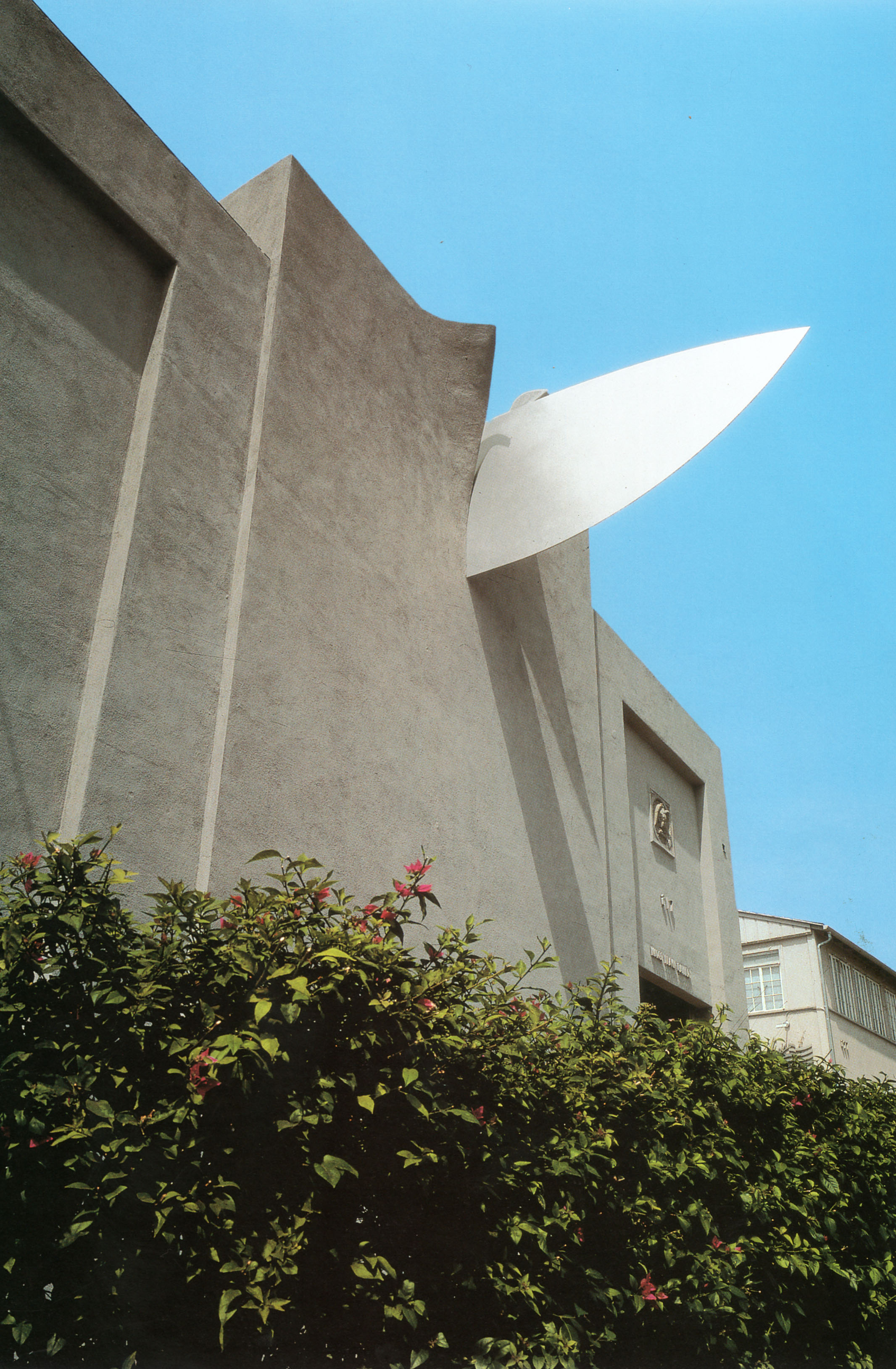 Knife Slicing Building.jpg