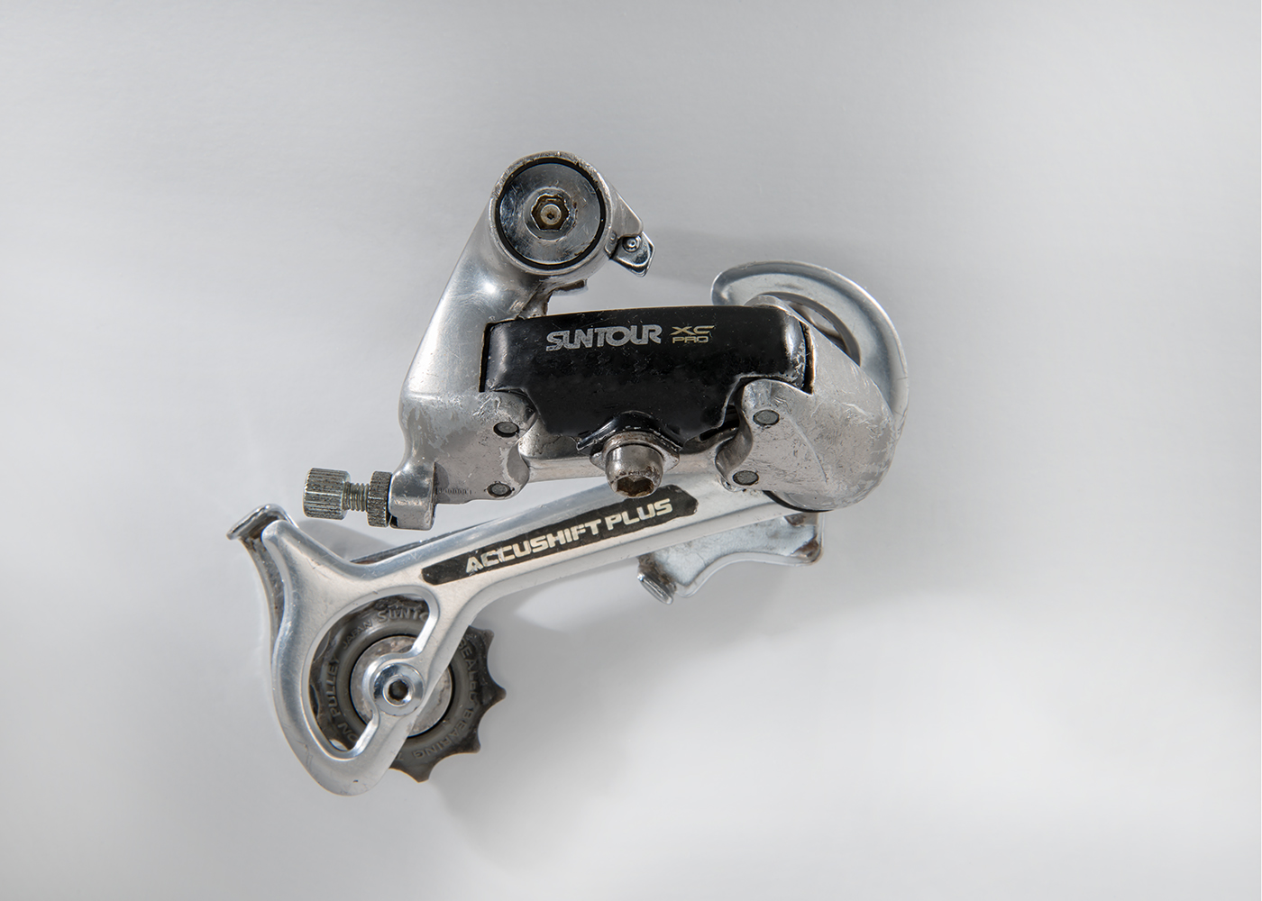 Suntour XC Pro  It was introduced in 1990 as a rival to Shimano XT. This is a mid-cage version and it was one of the premier Mountain Bike derailleurs of its era.