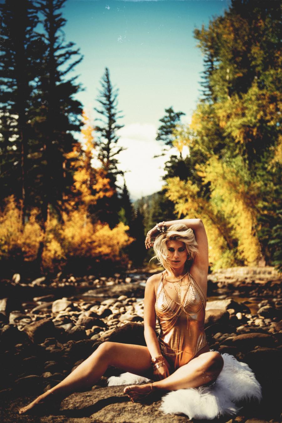 Outdoor Boudoir Photo Shoot | Elizabeth Craig Photography-1