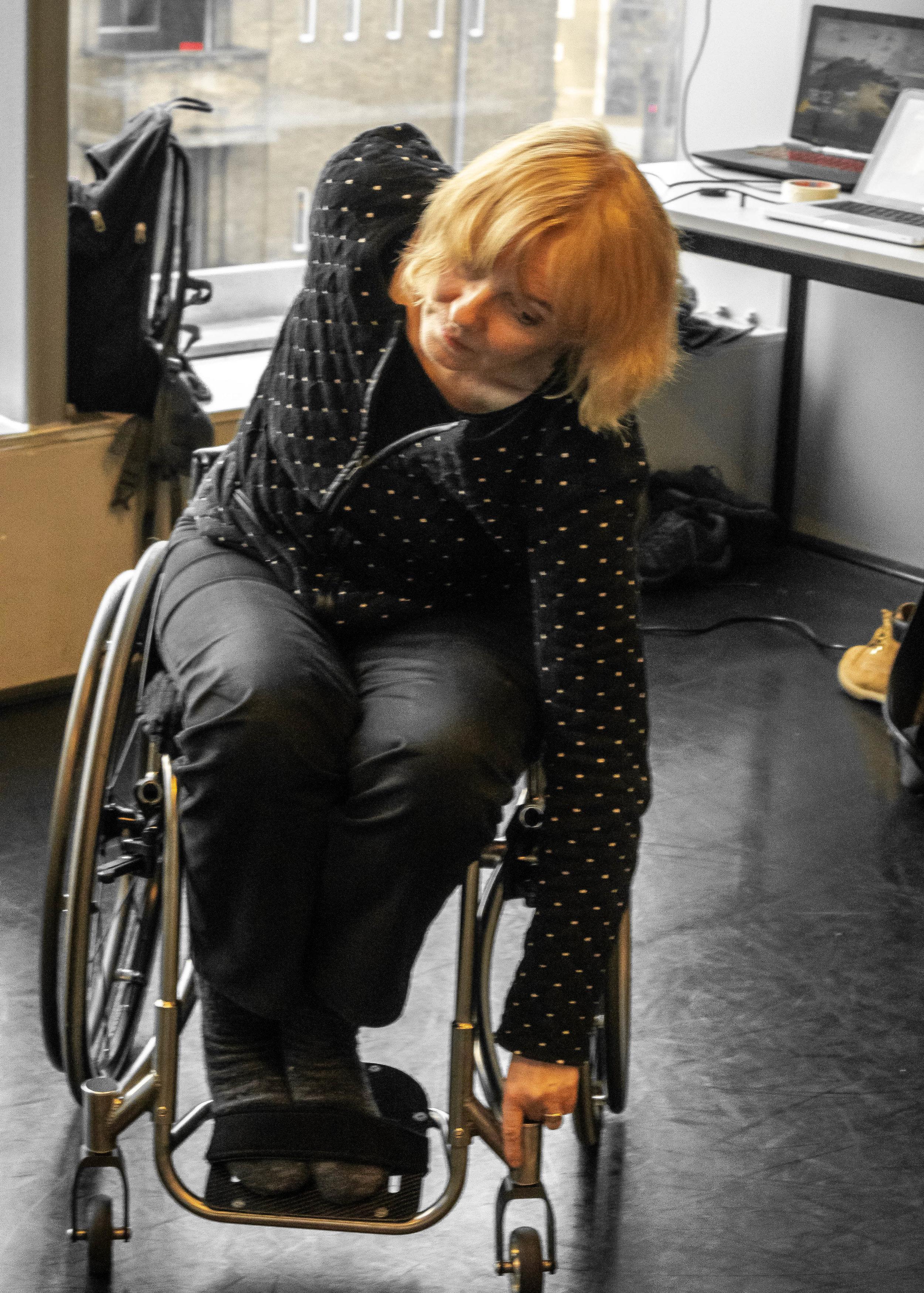 Paulien Meijer-Boss - Onze beschermende ziel, gevoelig, helderhorend en uniek in haar wezen. Ze schrikt niet van uitdagingen, geeft zich volledig over aan haar mede-dansers en creëert daardoor een unieke dynamiek in haar dans.