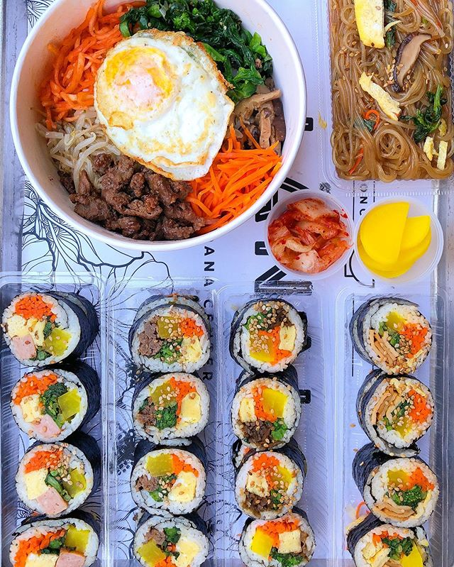 L-I-V-I-N-G for all of this fast-casual Korean Food! What's your favorite go-to Korean Comfort Food? 🔥🔥🔥#seoulmix