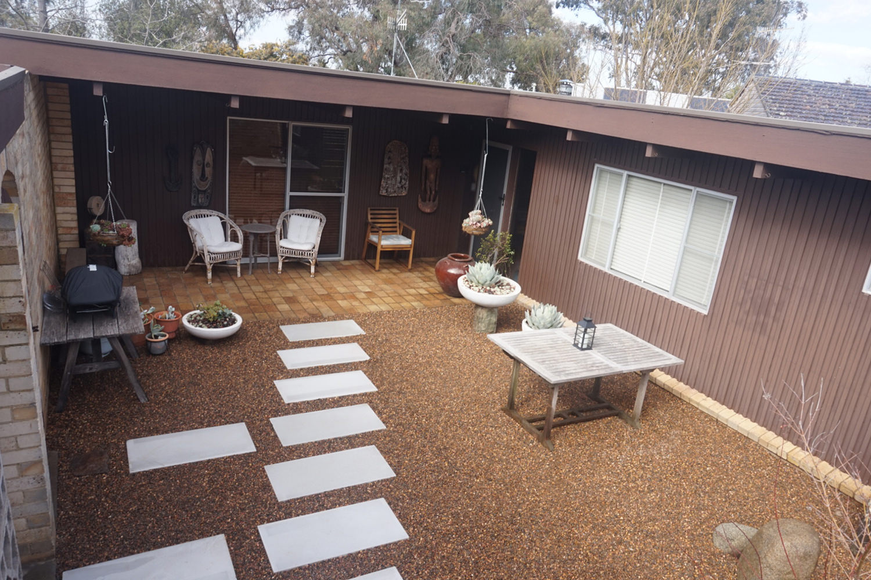 Courtyard 01.jpg