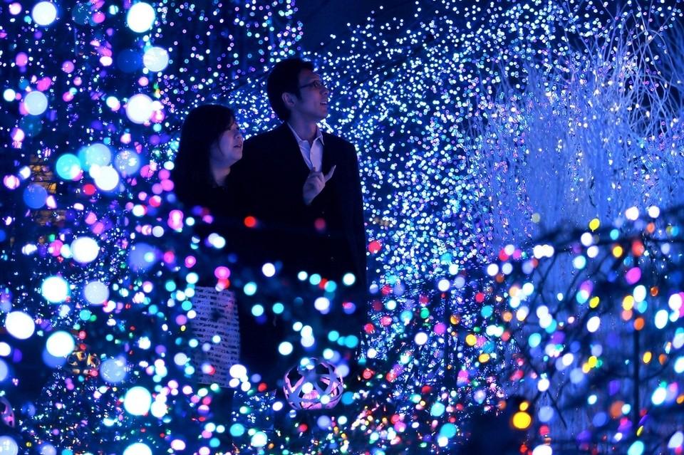 Christmas-Shopping-in-Japan.jpg