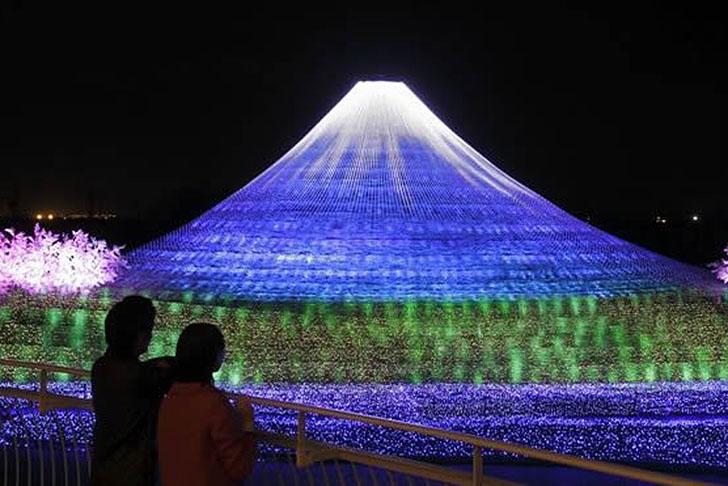 Japan-LED-Illuminated-Christmas-2013-1.jpg