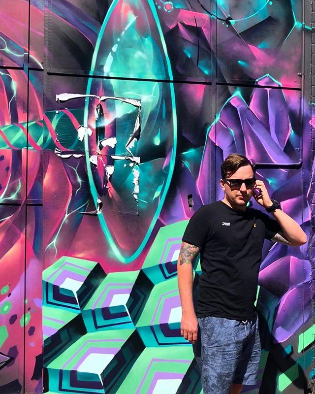 📸😎 . . #discoverbrisbane #visitbrisbane #brisbanenorthside #brisbanecity #brisbane #seeaustralia #seebrisbane #cocktailsbrisbane #brisbanenightlife #sundaysesh #brisbaneviews #weekendadventures #graffiti #graffcity #citygraffiti #brisbanestreetart #brisbanestreet #westend #westendbrisbane #westendcafe