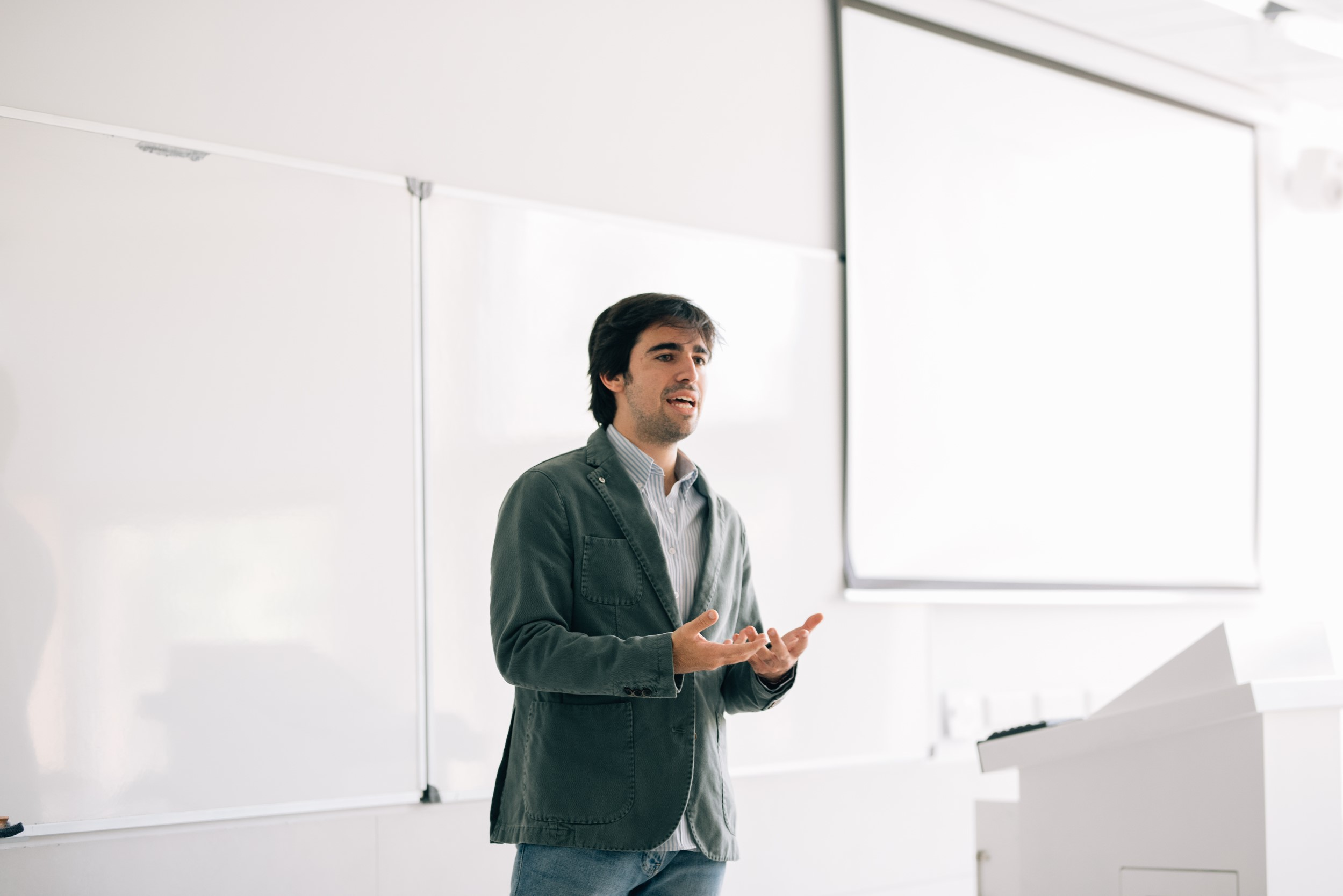 Misión - Facilitar el desarrollo profesional y personal de los estudiantes mediante la creación de una comunidad que sirva de nexo entre las empresas y los universitarios.