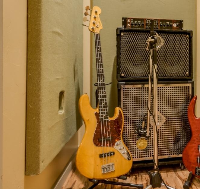 BASS GUITARS - 1962 Fender Jazz1957 Fender Precision FretlessConklin 7 stringPaul McCartney hollow body Hofner H500/HCTWashburn AB40SH Stu Hamm Acoustic-ElectricFender P/J 4 stringTobias 4 String