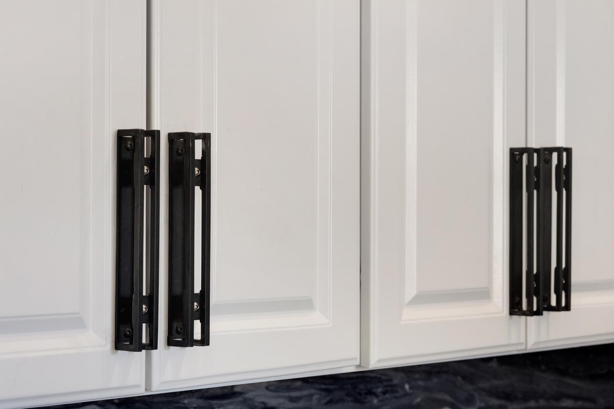 White kitchen cabinet with black handle