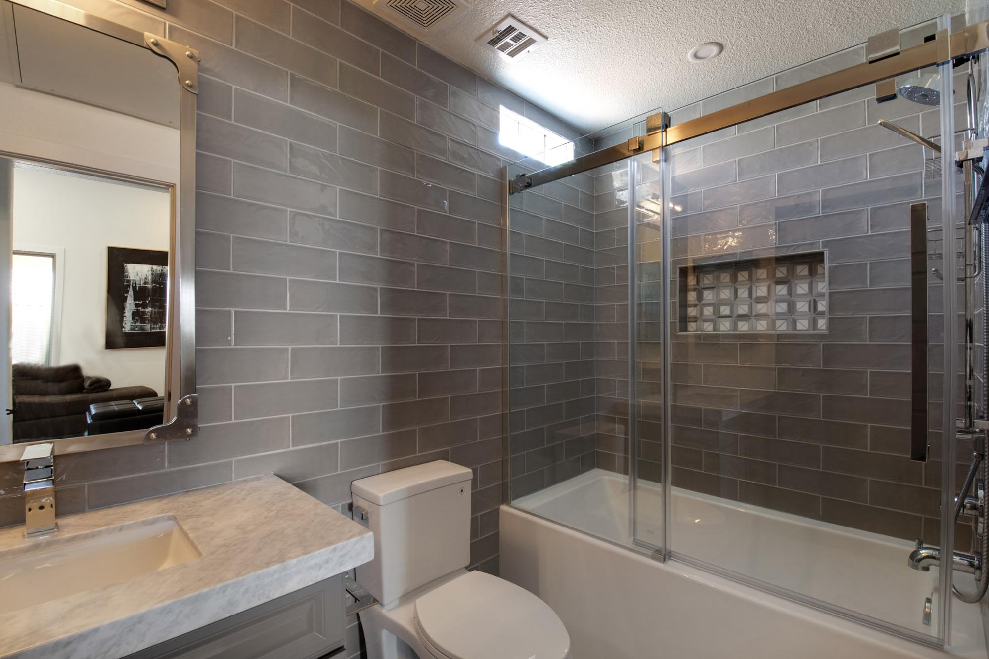 Modern style bathroom with white toilet and bathtub
