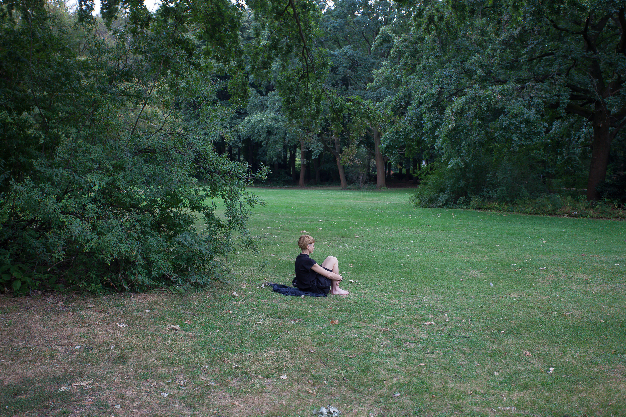 Forest bathing and sensory tuning in Tiergarten, Berlin. Photography: Lilia Luganskaia