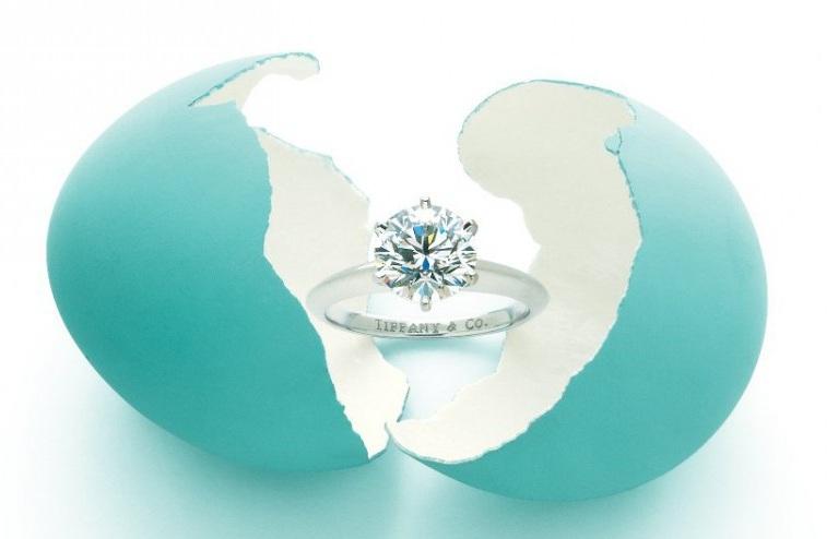 lujoso-anillo-de-compromiso-tiffany-anillos-de-compromiso-tiffany-co-la-complicidad-de-un-diam-1587.jpg