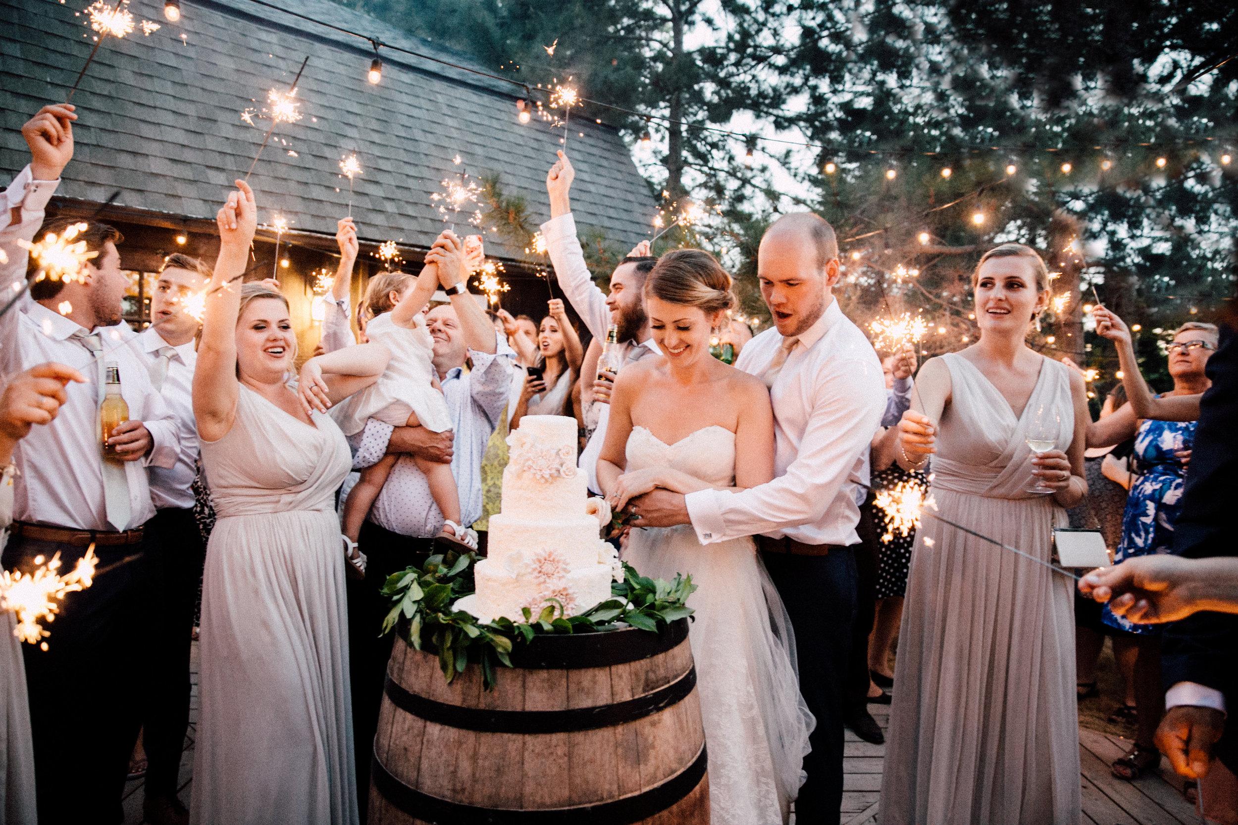 Marry Me! - Mit mehr als 200 Hochzeiten auf dem Buckel verstehen wir genau was dieser Tag für euch bedeutet.Von der Walzerwahl, der Musikwahl zum Dinner, bis hin zur Tanzmusik danach. Mit unserer jahrelangen Erfahrung wird Euer Tag zum unvergesslichen Erlebnis!