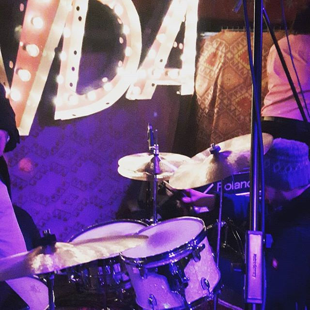 Live setup @maerchenbazar #roaringzucchinis #liveswing #jive #munichswing #maerchenbazar #maerchenbazarmünchen #munichjazz #munichlive #finestband #italoswing #swinglive #liveswingmusic #partyband #somethingspecial #drumset @tobymulherrin