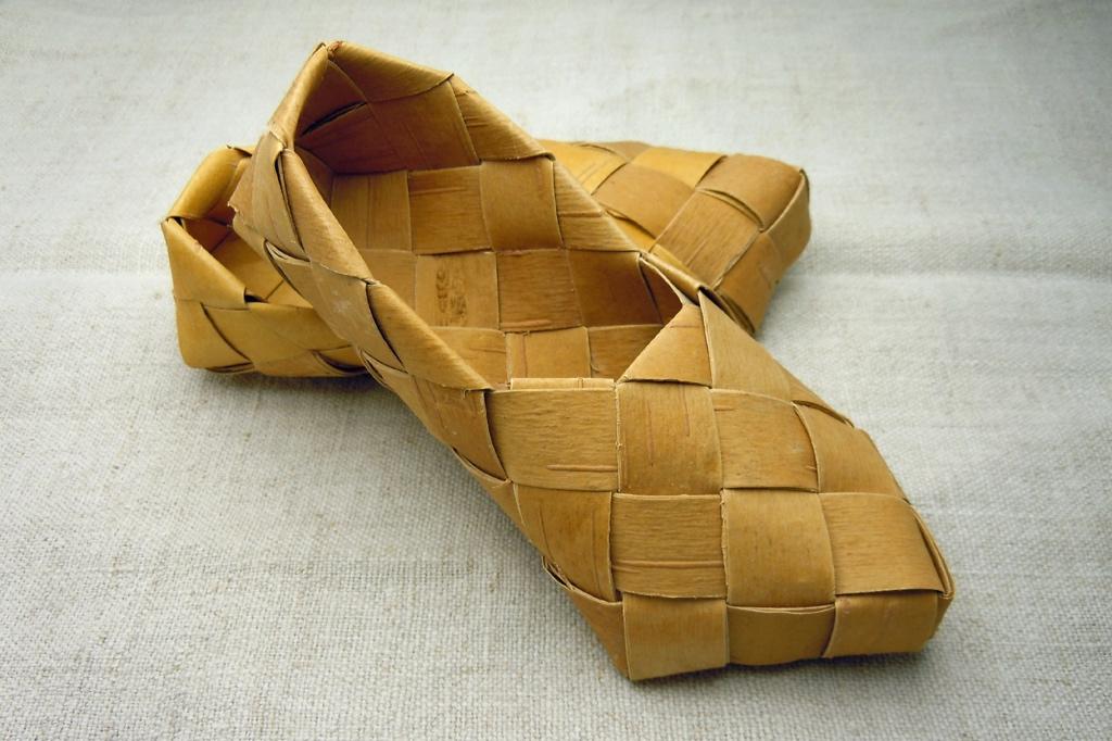 07 Contemporary Finnish birch bark shoes (c) Eero Kovanen.jpg